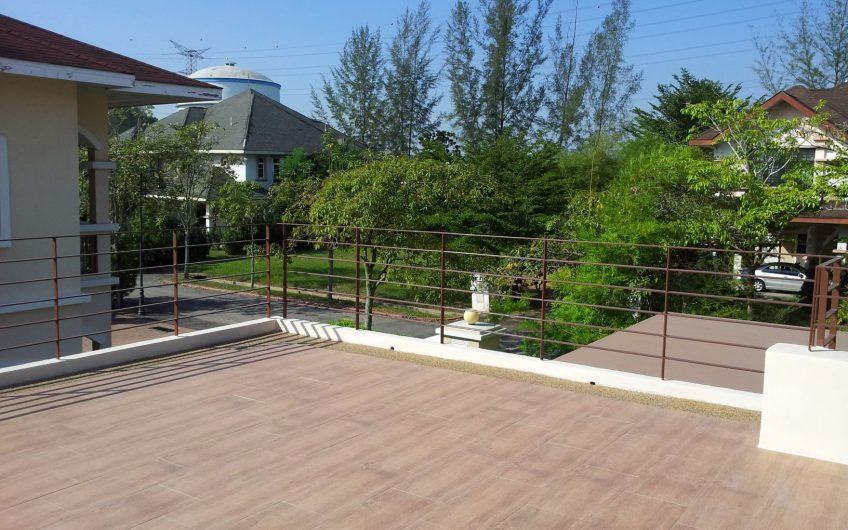 Bungalow with Swimming Pool for Sale